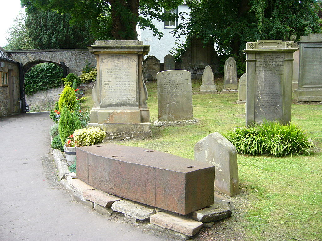 1024px-Mortsafe_in_Colinton_..